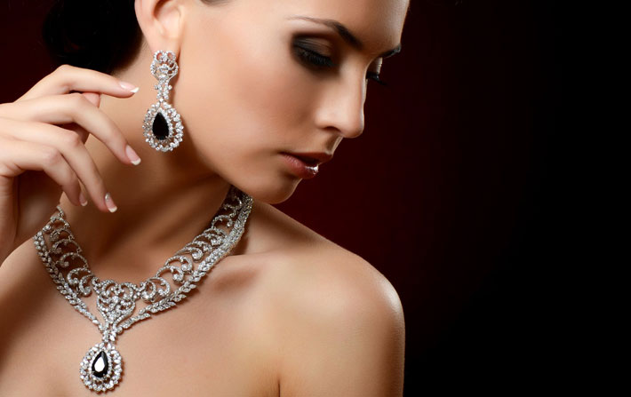 How To Pick The Right Necklace that Perfectly Complements Your Neckline